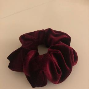 Burgundy red velvet scrunchie from Gina Tricot. Never used.  #30dayssellout