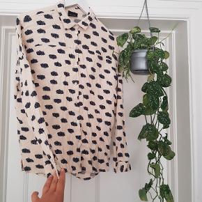 Sælger skjorte der kalder på et glas rosé i solen! :-) Str S og brugt et par gange