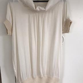 Fin kjole/bluse 50 kr eller Byd  Køber betaler fragt