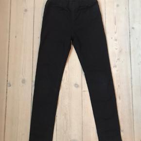 Sorte slim jeans med stræk. Kun brugt ganske få gange .