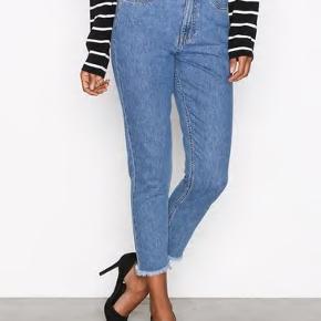 Mom jeans, brugt en eller to gange, men desværre for store. Det er en str. W29/L32