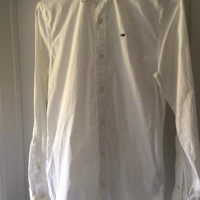 Brugt 1 dag , fast nypris 600kr , Hilfigers basic shirt med strecht