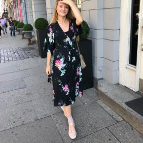 Long floral dress from Gina Tricot. Worn only once.