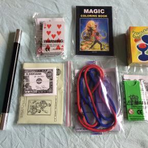 TRYLLETRICKS som er lette at lære, og der er en god brugsanvisning til dem alle. Børn fra 4 år og op vil hurtigt lære tricksene og man kan ikke købe dem i andre butikker. En god gaveide til f.eks små julekalenderpakker.