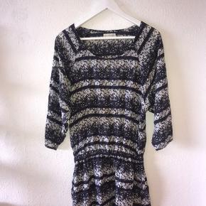 Fin kjole fra Moss Copenhagen i str xs, fitter også s!🌸