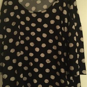 Varetype: Zizzi sweater Størrelse: S(44) Farve: Sort Oprindelig købspris: 449 kr.  Bytter ikke  Handler gerne via mobile pay Sender via post nord Bm 120 cm Brugt x 1