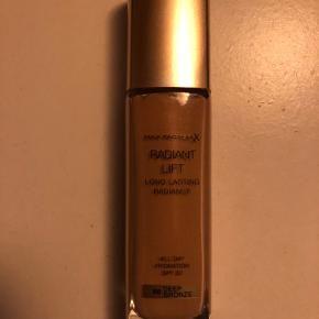 Ubrugt Foundation fra Max Factor. 30 ml. Sælges kun ved fysisk møde. Farve: deep bronze