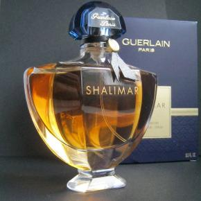 """Guerlain """"Shalimar"""" EDP, 90ml, kun testet med et enkelt spray. Købspris 1040kr.  En klassiker med attitude 😎❤"""