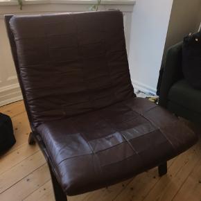 Lækker retro stol i ægte skind.  Mørk cognac farvet. Dejlig komfortabel.