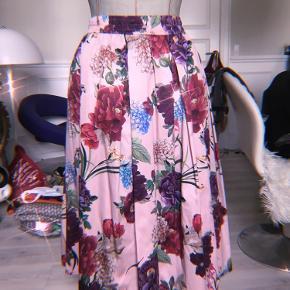 💗🌸🥰Så smuk blomstret lyserød maxi nederdel fra Zara🥰🌸💗 Stretch i taljen