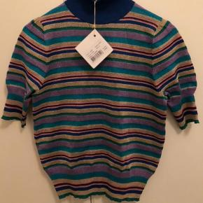 Varetype: Bluse Farve: Multi Oprindelig købspris: 1399 kr. Prisen angivet er eksklusiv forsendelse.  Helt ny lækker bluse fra Baum und Pferdgarten. Aldrig brugt- mærke sidder stadig i.