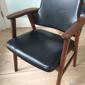 Fed lænestol i teak med sort læder eller nappa- FAST PRIS