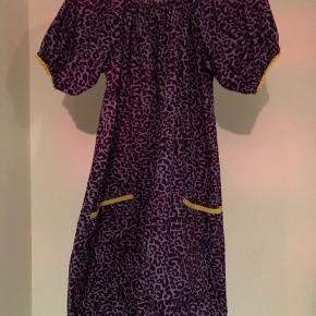 Kjole fra Fair Tail str. 134/140. Stort set ikke brugt. Små lommer foran