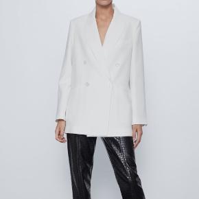 Helt ny Zara blazer med prismærke i Str. XS Nypris 649kr