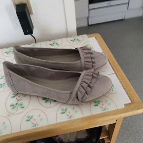 Fine ballerinaer str 44 sælges. Ses og købes i Kolding eller sendes på købers regning ! :)