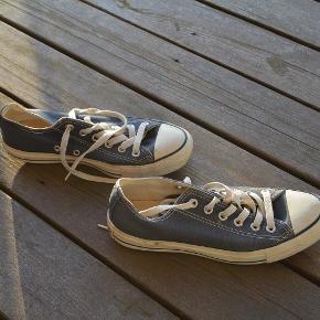 Et par Converse  Farven er blå  Str. 37,5  Som afbilledet  Standen i orden 