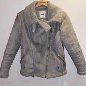 Lækker aviator jakke i flot stand, den er kun brugt i en sæson