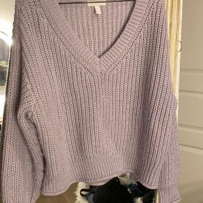 Lille sweater fra H&M i str. L BYD gerne:)