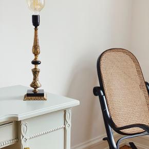 Smukkeste messing og sort marmor bordlampe 〰️  Med ny sort ledning, afbryder og stik.🌿   Sælges uden pære eller tilkøbes til 80,-   Sender gerne 📦