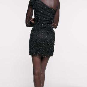 Flot stram kort kjole fra Zara🥰 *Sender ikke, men køber må gerne hente i København*