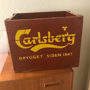 Stor flot Carlsberg kasse i god stand.