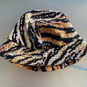 Dolce & Gabbana hat & hue