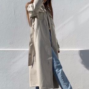 Overvejer at sælge min vinyl frakke fra NA-KD, men kun til rette pris. Er i en størrelse small. Perfekt stand. Kun brugt få gange