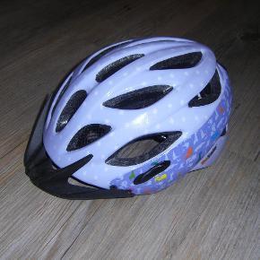 Brand: Bernina Varetype: Cykelhjelm Størrelse: Xs Farve: Lilla  Rigtig sød lille cykelhjelm i Størrelse XS. God men brugt. Sendes med GLS.