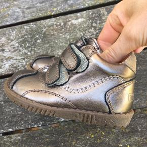 Bronze sko med velcro
