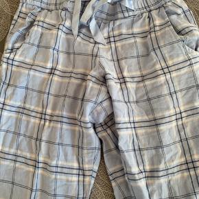 -bukser Brugt 1 eller 2 gange, fremstår som nye. Passer dem dsv ikke.