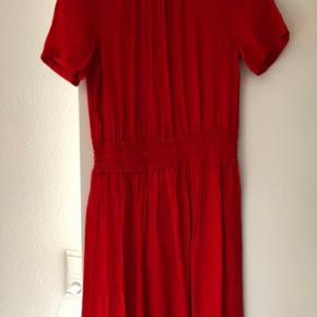 Super sød kjole som jeg aldrig har fået brugt men desværre nåede at klippe prismærke af🤦🏼♀️ Nypris var omkring 500kr.  Bytter ikke