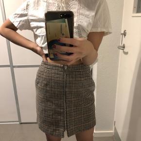 Super sød ternet nederdel Str: xs Prisen er ikke fast, så byd endelig :)