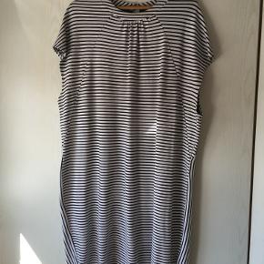 Carmakoma kjole