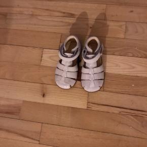Helt nye Move by Melton sandaler med de fineste glimmer.  Normalpris 500kr, nu 200kr. Prisskilt sidder stadigvæk på.