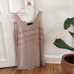 Fin kjole i str. 40. Brugt oversize (jeg er S).