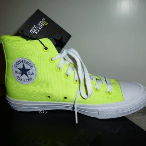 Sejeste Converse - CHUCK TAYLOR ALL STAR II! Både gule og hvide snørebånd medfølger. Spritnye i original æske!  Bud fra 600 kr inkl. Bytter ikke!  KH ML :-)
