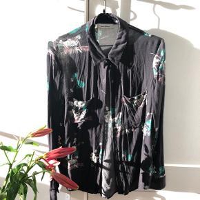 Japansk inspireret skjorte i Str. M.