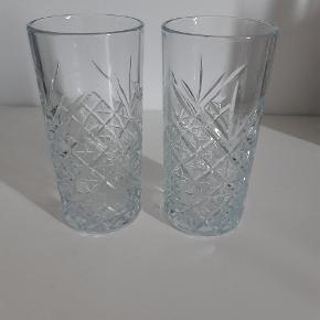 Super flotte glas fra ukendt mærke, som jeg desværre aldrig har fået brugt. Ligger blot i min kælder og fylder  5 stk. Sælges samlet for 100kr