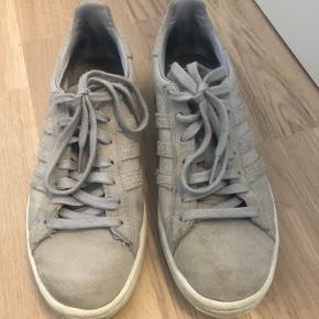 Adidas Campus i størrelse 37, 1/3. Svare til 37,5.   Skoene er brugt et par gange, men er langt fra slidt.   Tjek gerne mine andre annoncer :D
