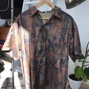 Vintage skjorte. Der står ikke størrelse, men er nok ca. large