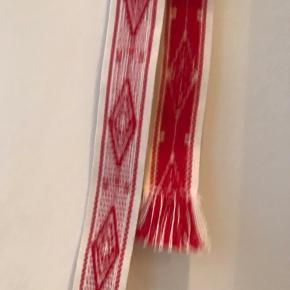 Bands of LA stof bælte. Aldrig brugt.  Længde 140 cm. Rød/ hvid.