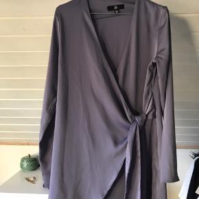 Miss Guided kjole !!   Sælger denne kjole, da jeg må erkende at jeg ikke kommer til at bruge den. Jeg har haft den på i få timer.   Str. 38 - M (OBS!! Den skal sidde løst på kroppen)   Nypris var 375 kr