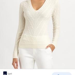 Rå hvid sweater sælges, da den aldrig rigtig har været i brug. Den er str. m. Men fitter mest en størrelse s. Hvis jeg selv skulle bedømme det. 100% cashmere  BYD!! Super god til en kølig sommeraften. Ingen tegn på slid
