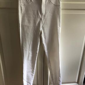 Jeans med stræk fra zara. Kan passes af en 34-38. Brugt to gange