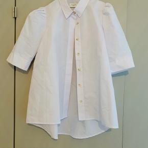 Flot skjorte med pufærmer fra Norr Copenhagen