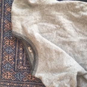 Virkeligt lækker t-shirt i uld. Passer både xs og S !:)  #30dayssellout