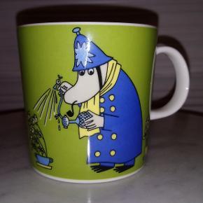 Arabia Moomin mug - Inspector fra historien Fuddlers Courtship, solgt fra 2009