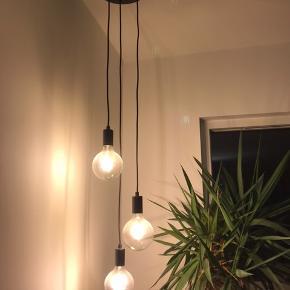 Ingen skader eller fejl. Lamperne har kun hængt oppe i kort tid.
