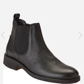 Klassisk Chelsea støvle med elastik, uden for. Fejler intet, får dem bare ikke brugt 🤗