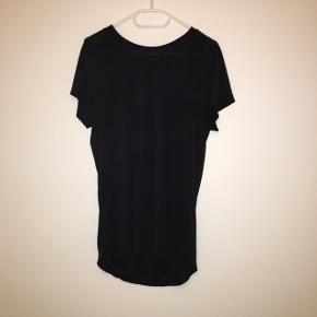 Lækker 100% silke t-shirt fra Norr